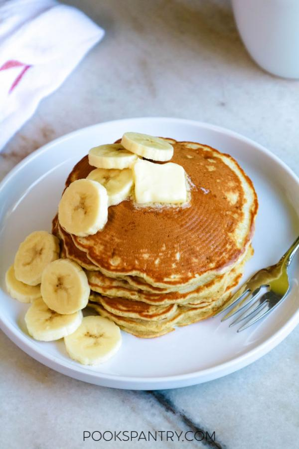 banana pancakes with sliced bananas