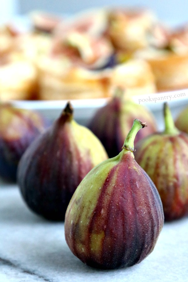 whole figs with tarts in background