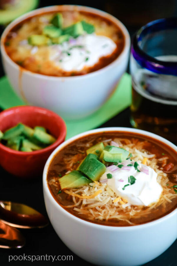 instant pot beer chili with cheese and sour cream