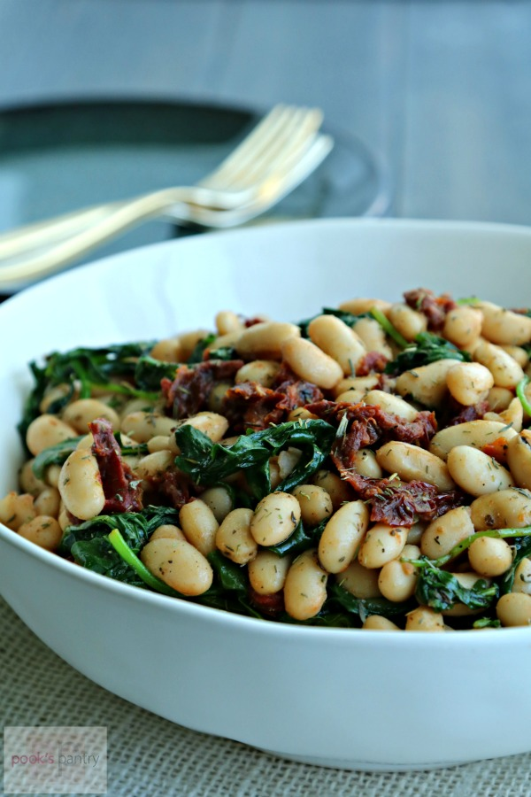 White beans with arugula and sun-dried tomato