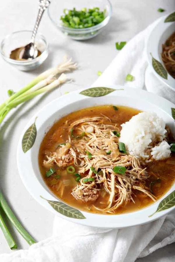bowl of gumbo with scallions