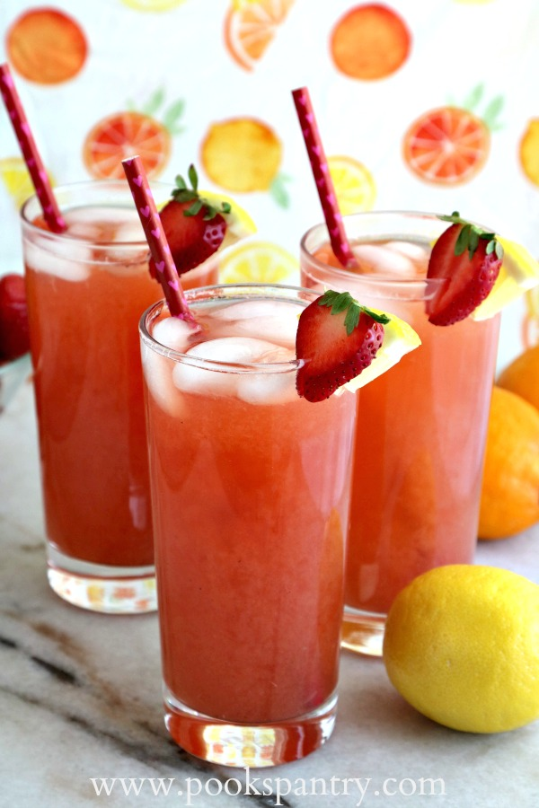 strawberry lemonade iced tea with straws