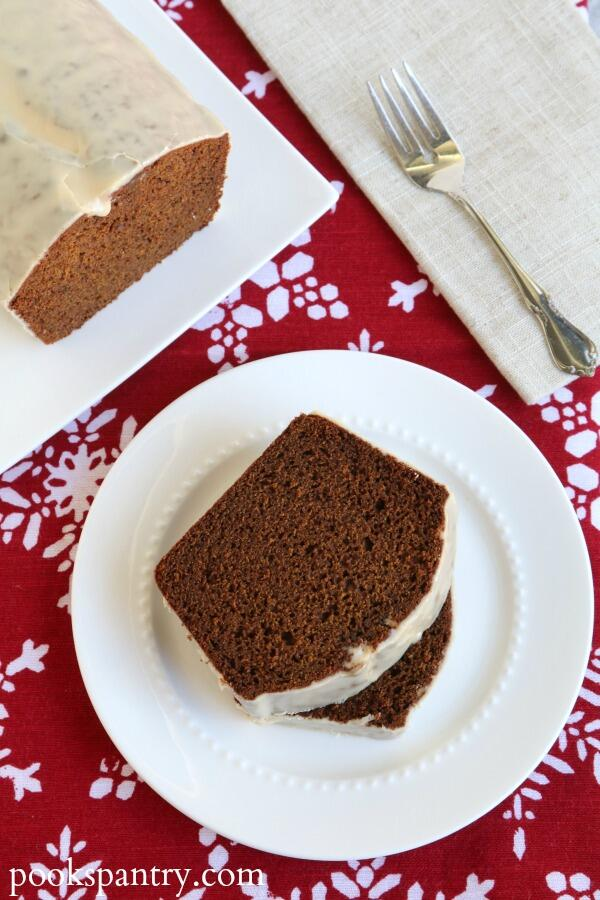 gingerbread slices on plate
