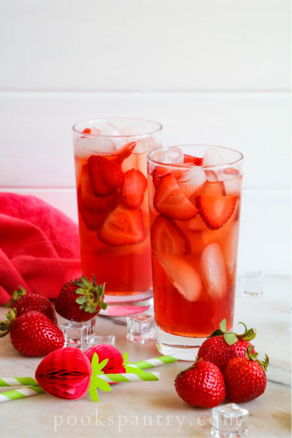 glasses of iced tea with strawberries