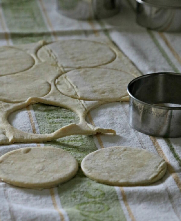 puff pastry dough circles for fig tart recipe