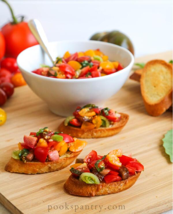 crostini with heirloom tomatoes