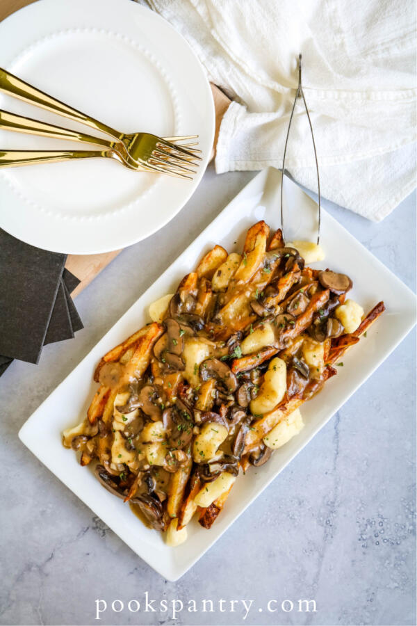 vegetarian poutine recipe with cheese curds and gravy